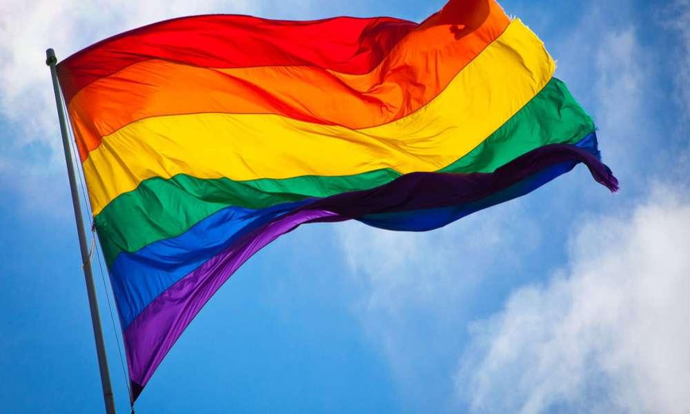Gay abandona el catolicismo luego de que el vaticano dijera que 'Dios no bendice el pecado'