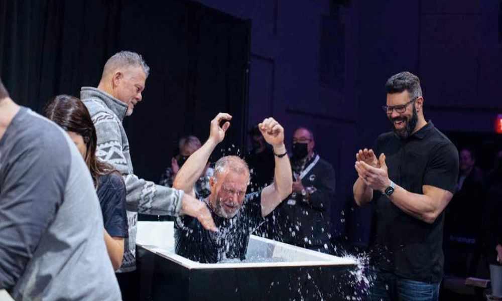 Iglesia de Tennessee bate récord con mil bautismos en menos de cuatro meses