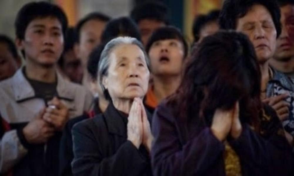 Informe: cristianos en China deben renunciar a su fe o son torturados