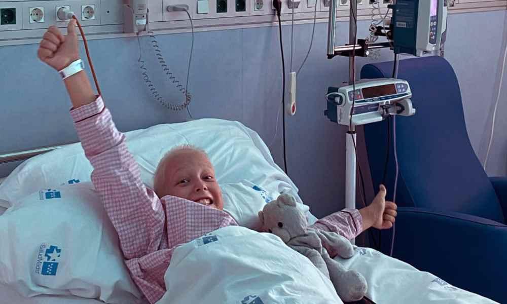 """""""Ojalá llegue el milagro"""": niño con cáncer incurable acerca a otros a Dios"""