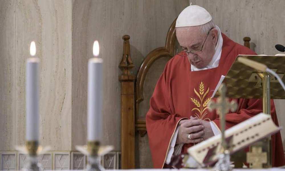 """Papa invita a una """"maratón de oración"""" en todo el mundo por el fin de la pandemia"""