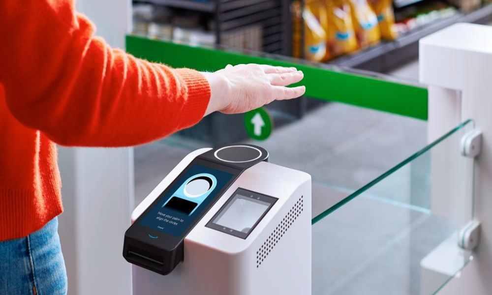 ¿Sello de la Bestia?: Amazon escanea palma de mano para que personas paguen y evitar COVID-19