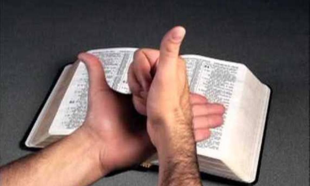 Traducen la Biblia en lenguaje de señas y la distribuyen en EEUU