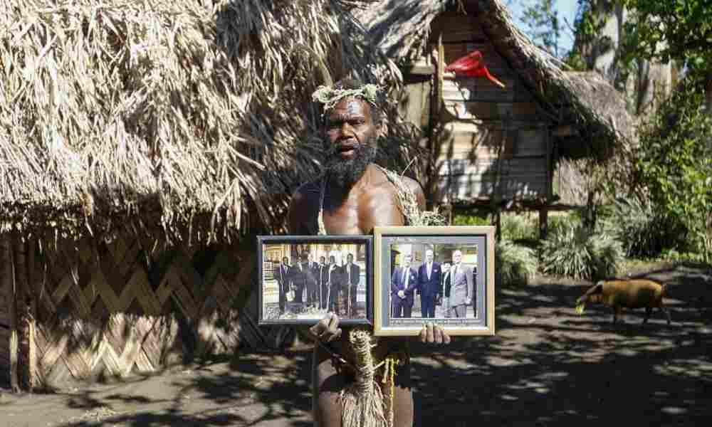 Tribu que adora al príncipe Felipe realiza lamentos rituales tras su muerte