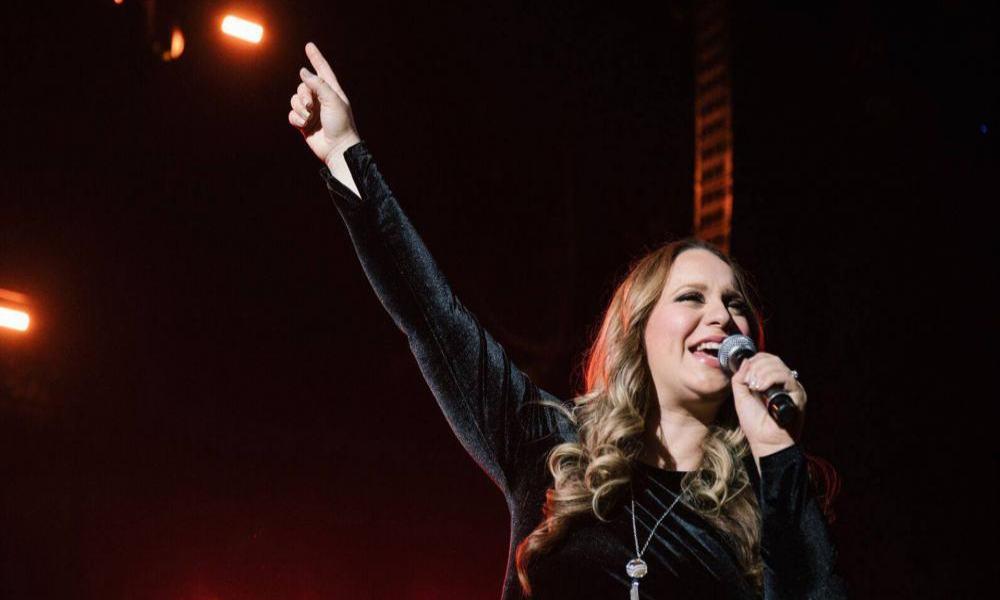 """Christine D'Clario y Arthur Callazans le cantan a Dios """"Bello eres tú"""""""