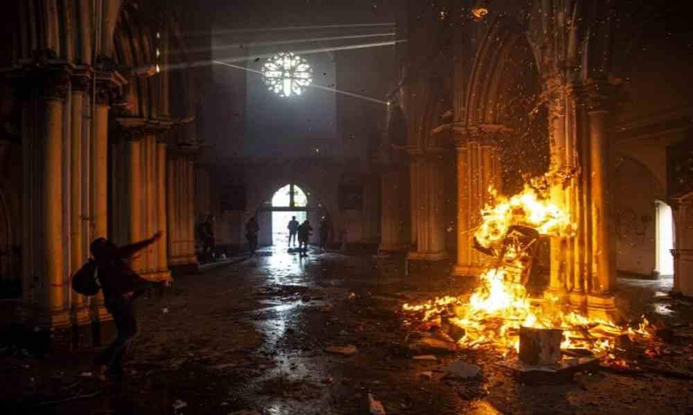 Asesinan a 8 cristianos e incendian iglesia durante un ataque