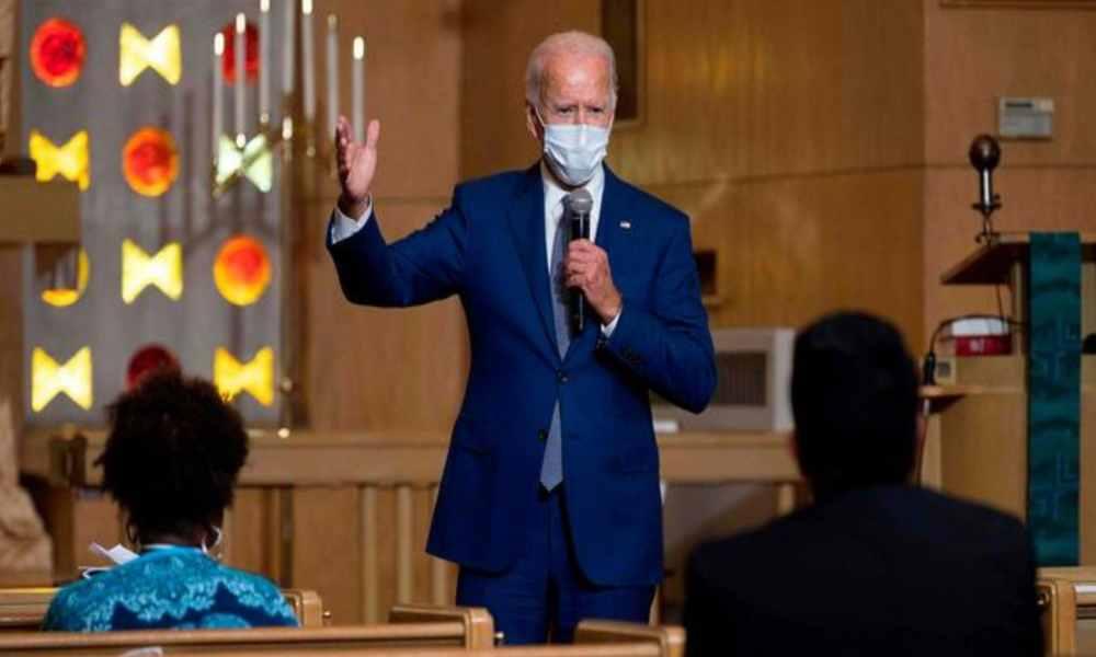 Biden desiste hablar en iglesia después que miles protestaron en su contra