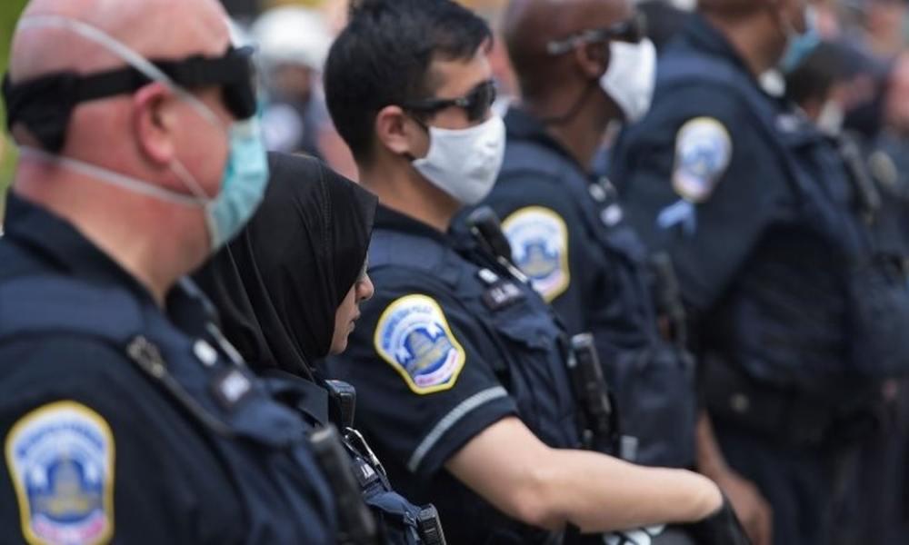EU: prohíben a policías LGBT portar el uniforme en la marcha del orgullo gay