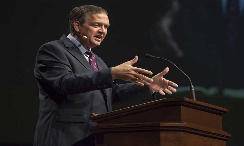 El bautista Albert Mohler rechaza que existan pastoras en las iglesias