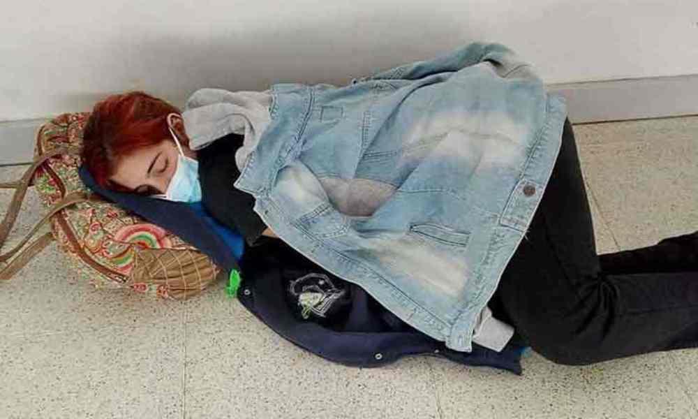 Fallece por Covid-19 joven argentina que esperó en el piso de un hospital para ser atendida