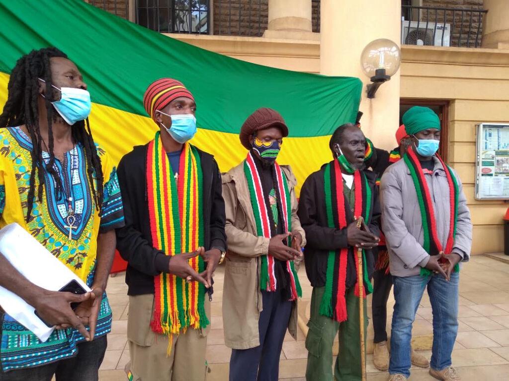 Kenia: rastafaris piden legalizar el consumo de marihuana para prácticas religiosas