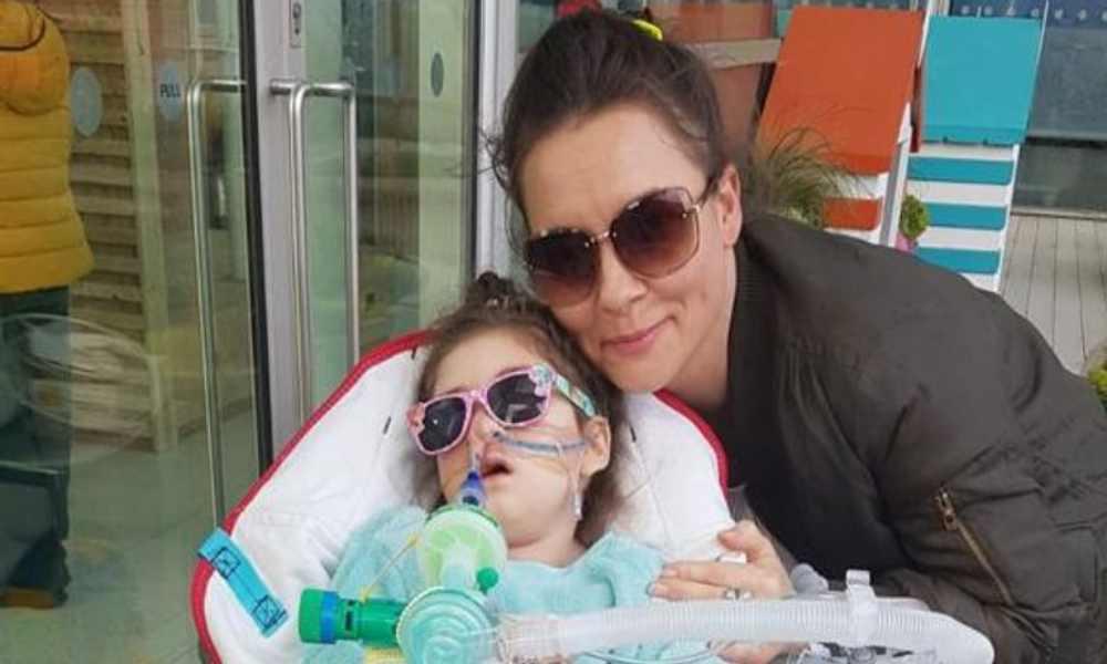 Madre cristiana pierde desafío legal y juez ordena que a su hija le retiren soporte vital
