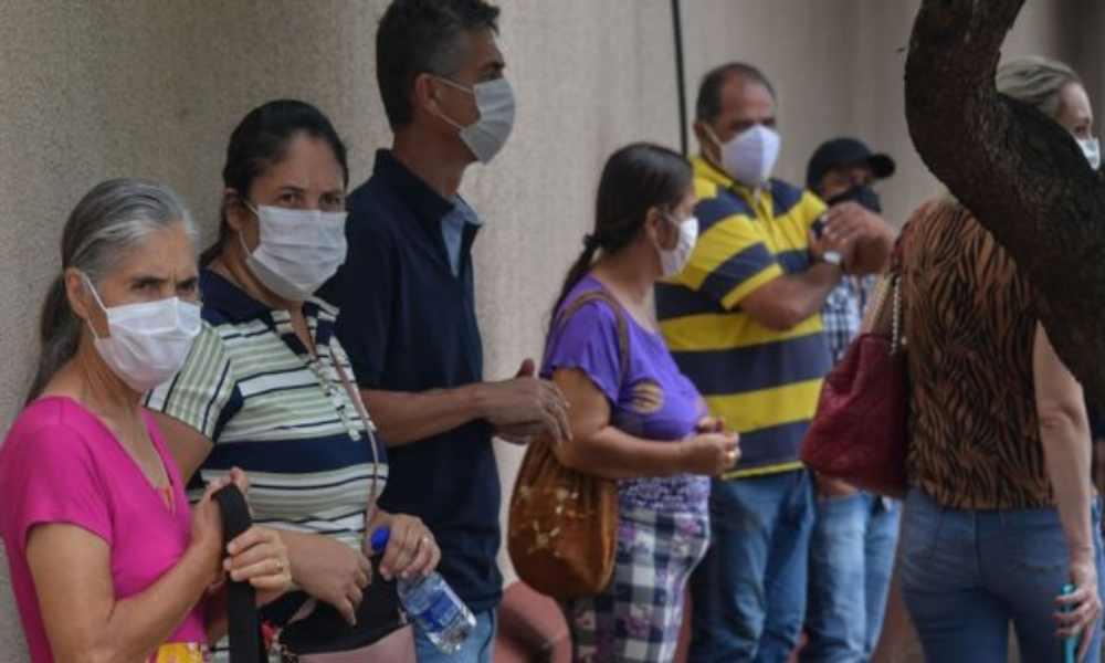 México: misioneros evangelizan a personas mientras están en fila para recibir vacuna Covid