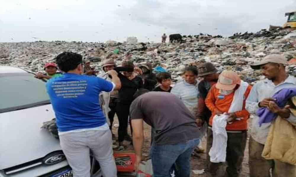 Ministerio cristiano lleva alimentos y fe a centenares de personas que viven en basureros de Guatemala