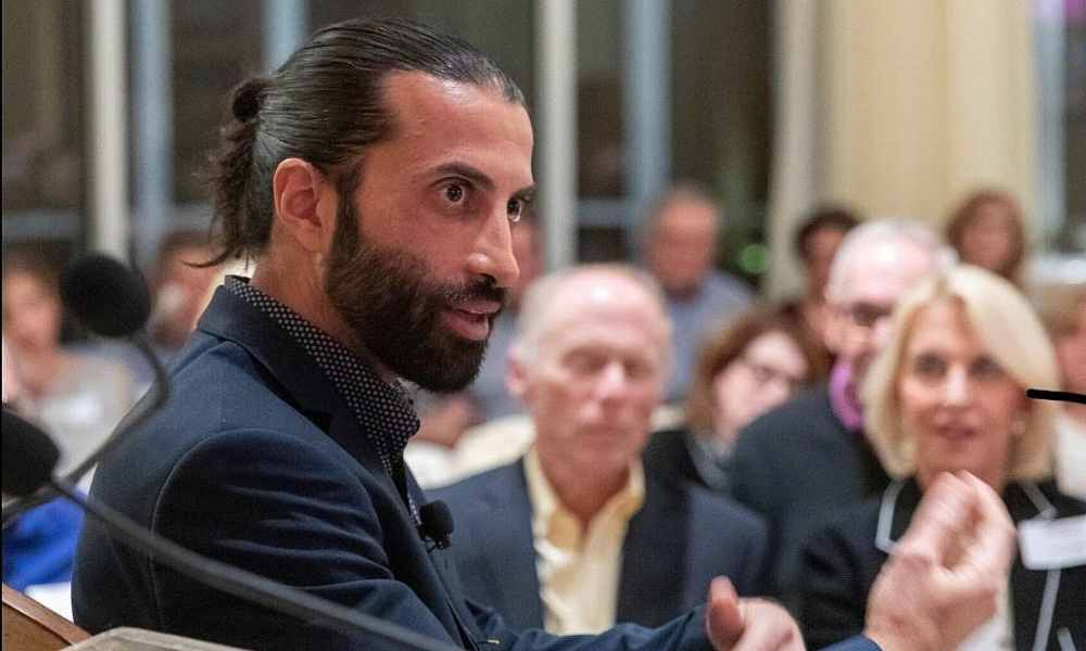 Mosab Hassan: el hijo del fundador de Hamás que abandonó el terrorismo y se convirtió en cristiano