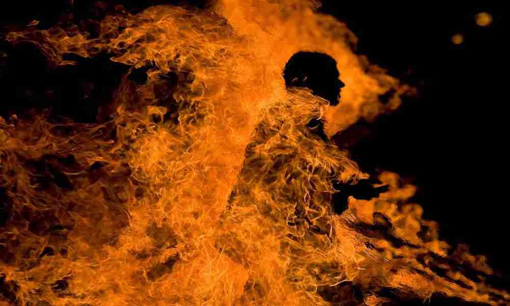"""Muere hombre envuelto en llamas por usar """"perfume espiritual"""""""