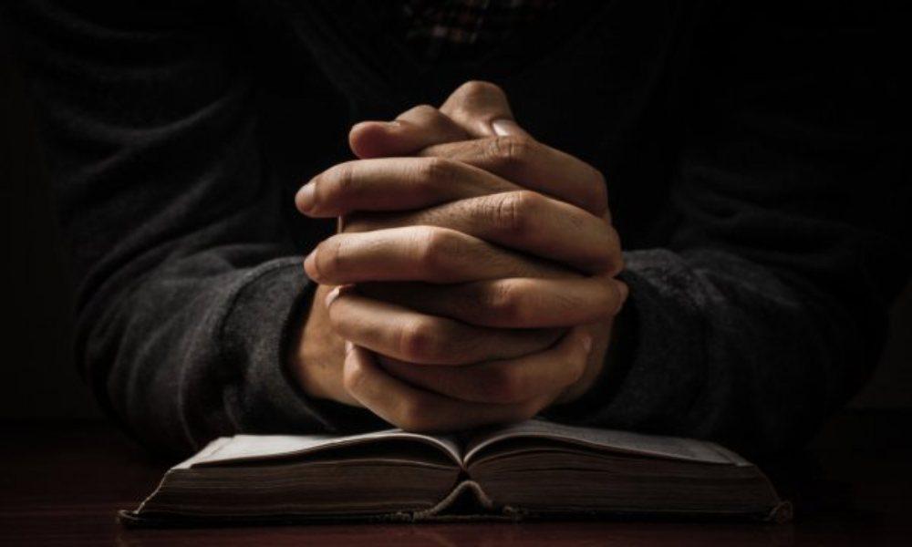 Musulmán asistió a iglesia para confrontar a cristianos y terminó rindiéndose a Cristo