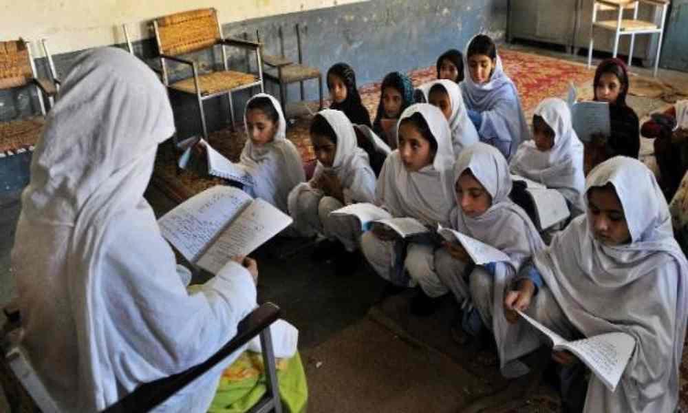 Pakistán: obligarán a estudiantes a leer el Corán y aprender oraciones islámicas