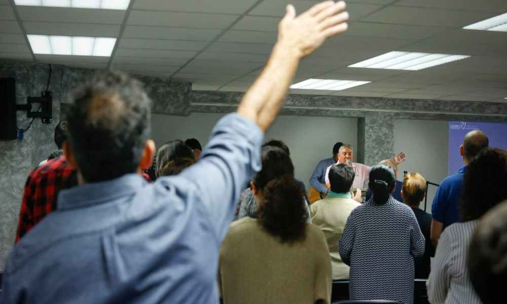 """Pastor se opone al confinamiento: """"Hay que obedecer a Dios antes que a los hombres"""""""