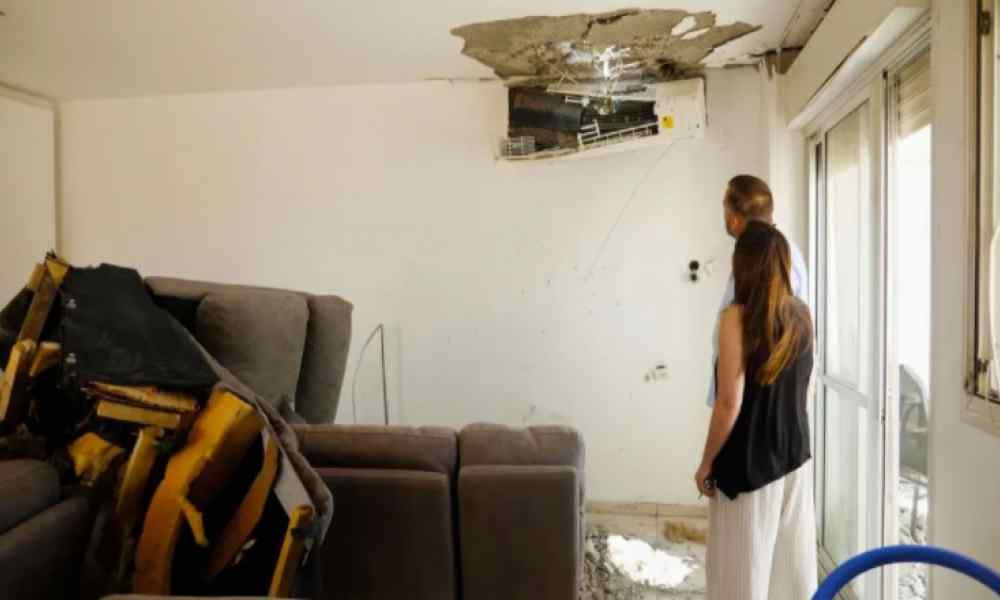 Pastores en Israel sobreviven a un cohete que afectó parte de su casa