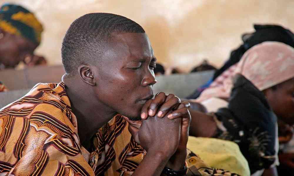 Presuntos atacantes fulani secuestraron a cuatro personas y dejan un muerto en un culto bautista
