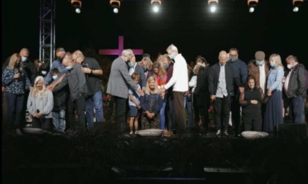 Rick Warren criticado fuertemente por ordenar a tres mujeres como pastoras