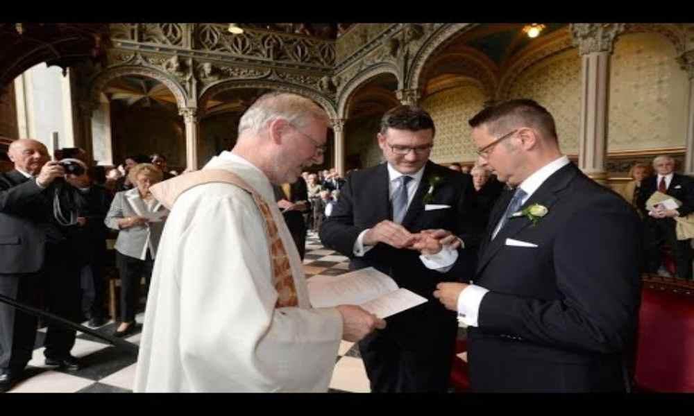 Sacerdotes alemanes comienzan a bendecir matrimonios homosexuales