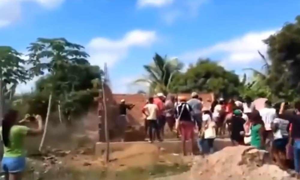 Tribu indígena echa al pastor y derriba un templo en Cabrobó, Brasil