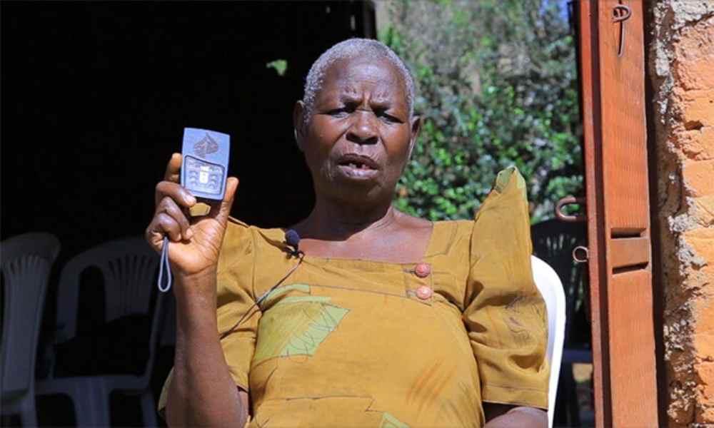 Uganda: evangelista de 77 años planta iglesias usando Biblia en audio