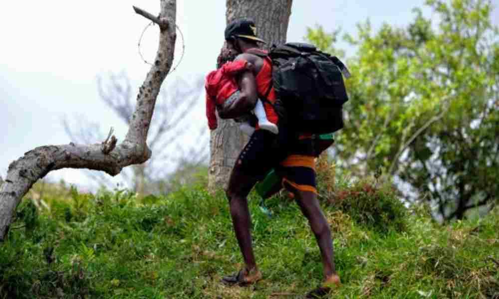Migrante cristiano camina 1000 km predicando la palabra de Dios