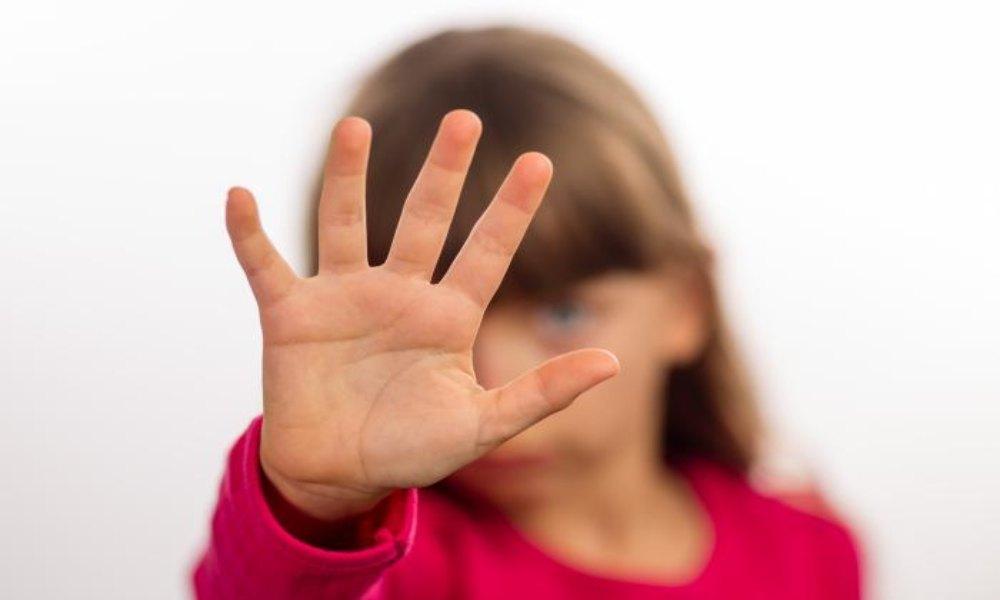 Acusan a pastor de abusar de su bisnieta de tres años