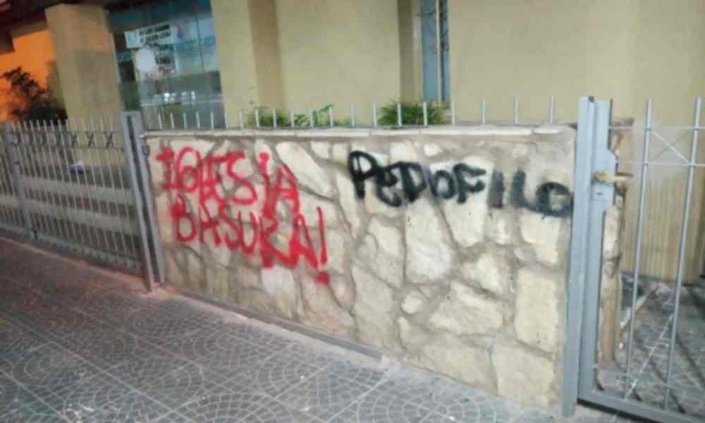 Ataques vandálicos a iglesias durante la marcha 'Ni Una Menos'