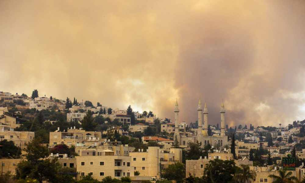 Bomberos logran controlar un incendio masivo cerca de Jerusalén