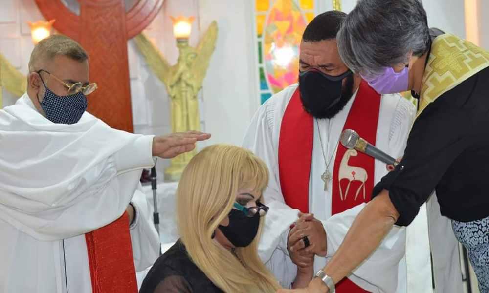 Brasil: fundadora de la primera iglesia trans es consagrada como pastora evangélica