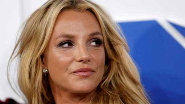 Britney Spears se niega a ir a terapia; prefiere hablar con Dios