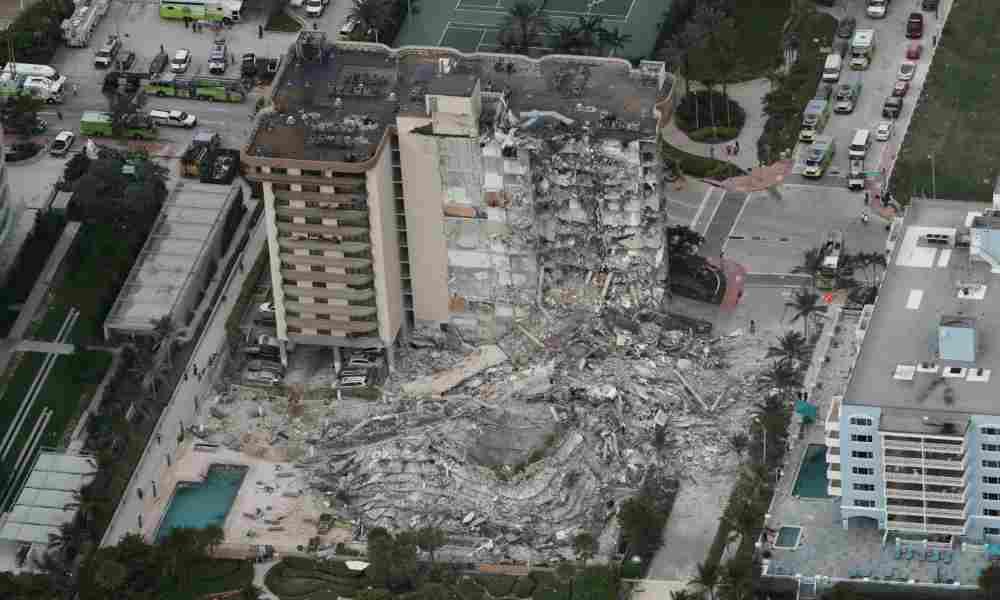 Derrumbe de un edificio en Miami deja 4 muertos y 159 desaparecidos