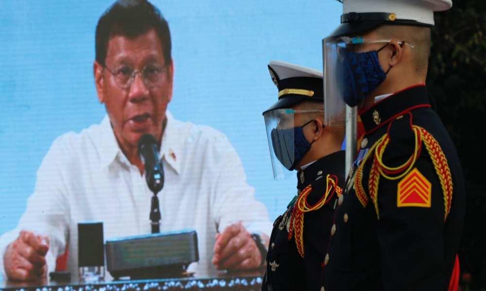 El presidente de Filipinas amenaza con enviar a la cárcel a quienes no se vacunen