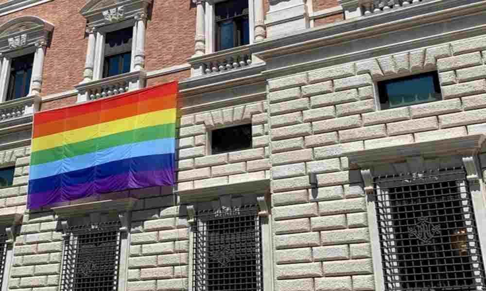 Embajada de EEUU en el Vaticano colgó la bandera de la comunidad LGBTQ