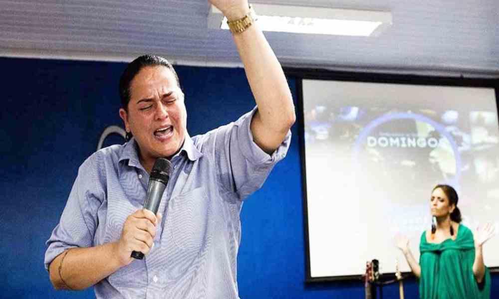 Falsa pastora dice que, si la iglesia evangélica no acepta gays, perderá fieles