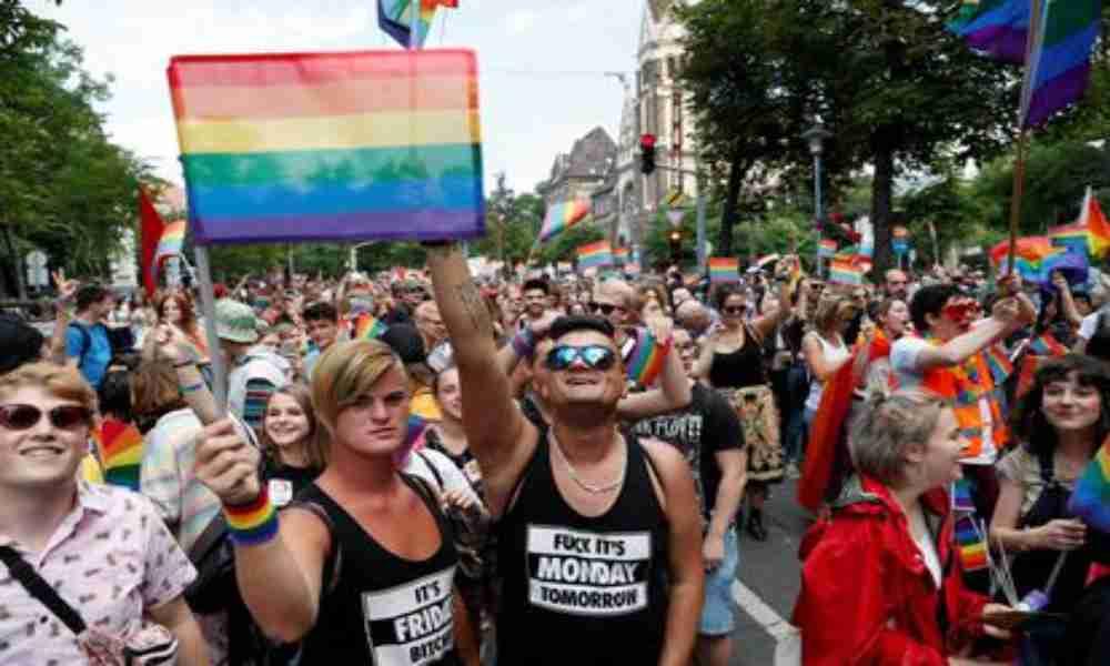 Hungría aprueba ley que prohíbe la promoción de la homosexualidad en menores de edad