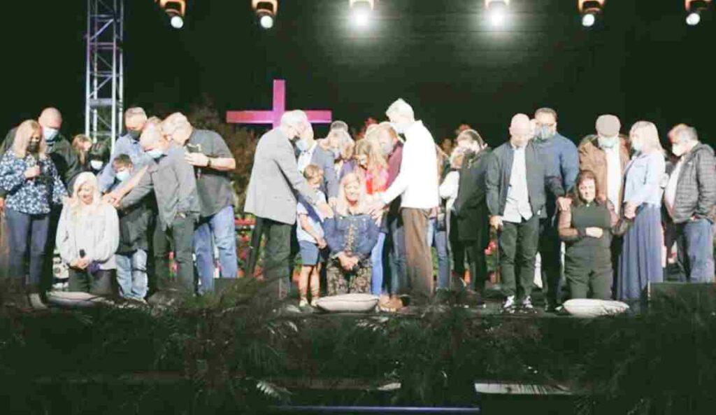 Iglesia de Rick Warren podría ser expulsada por ordenar a mujeres como pastoras