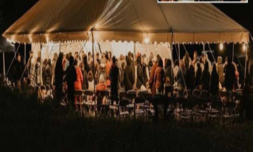 Instalan carpa de adoración y cientos se acercan para rendirse a Cristo