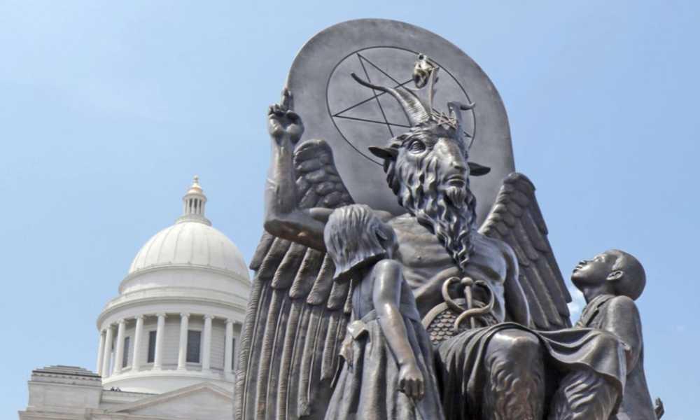Internautas rechazan que Templo Satánico reparta volantes en las escuelas