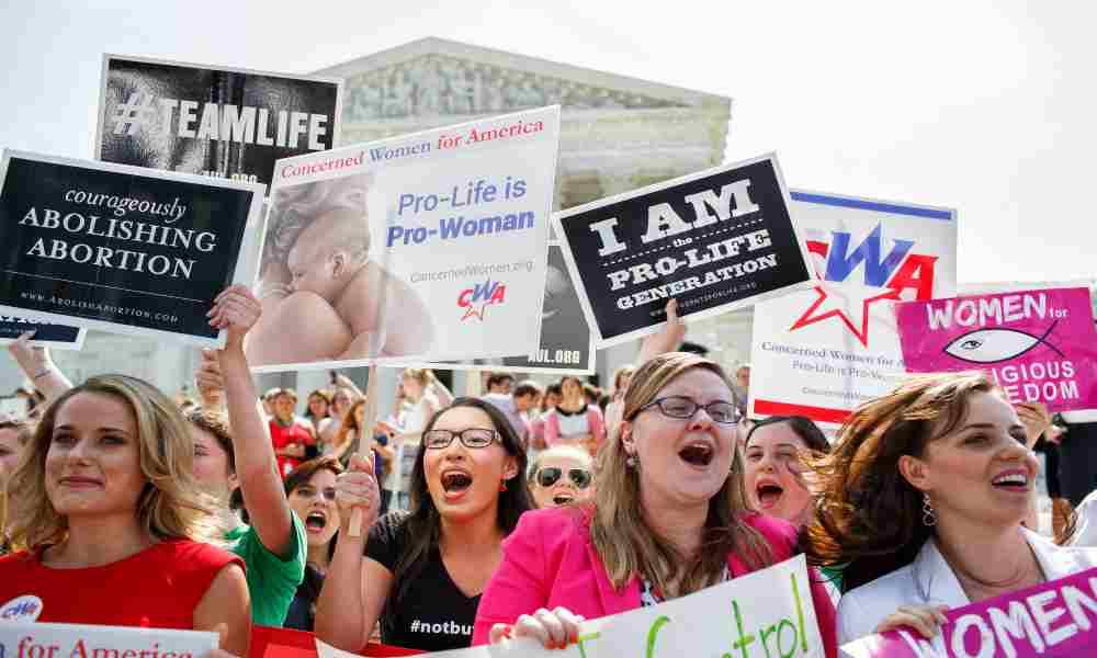 Mayoría de escoceses quieren que termine el aborto casero