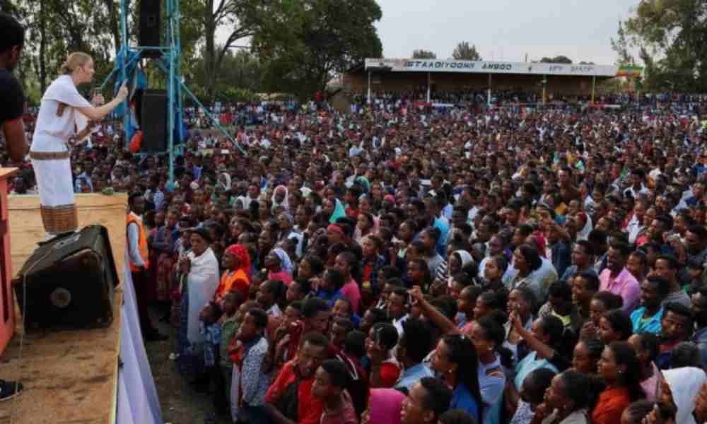 Miles se convierten a Cristo a través de cruzada evangelística en África