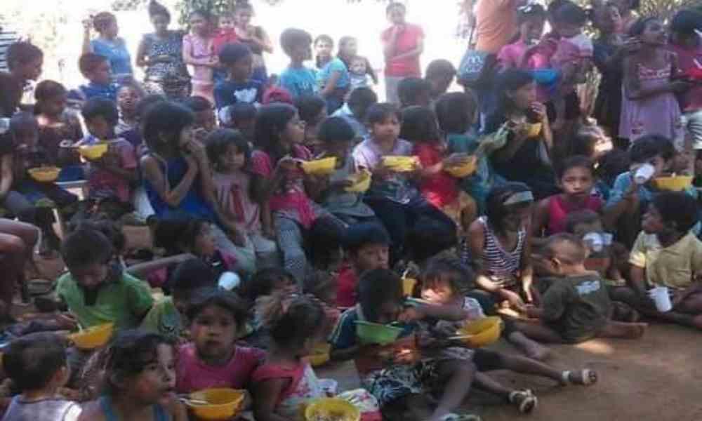 Ministerio cristiano lleva ropa y comida a ancianos y a niños de Guatemala