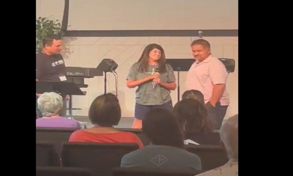 Mujer con esclerosis múltiple se rinde a Cristo y es sanada en el bautismo