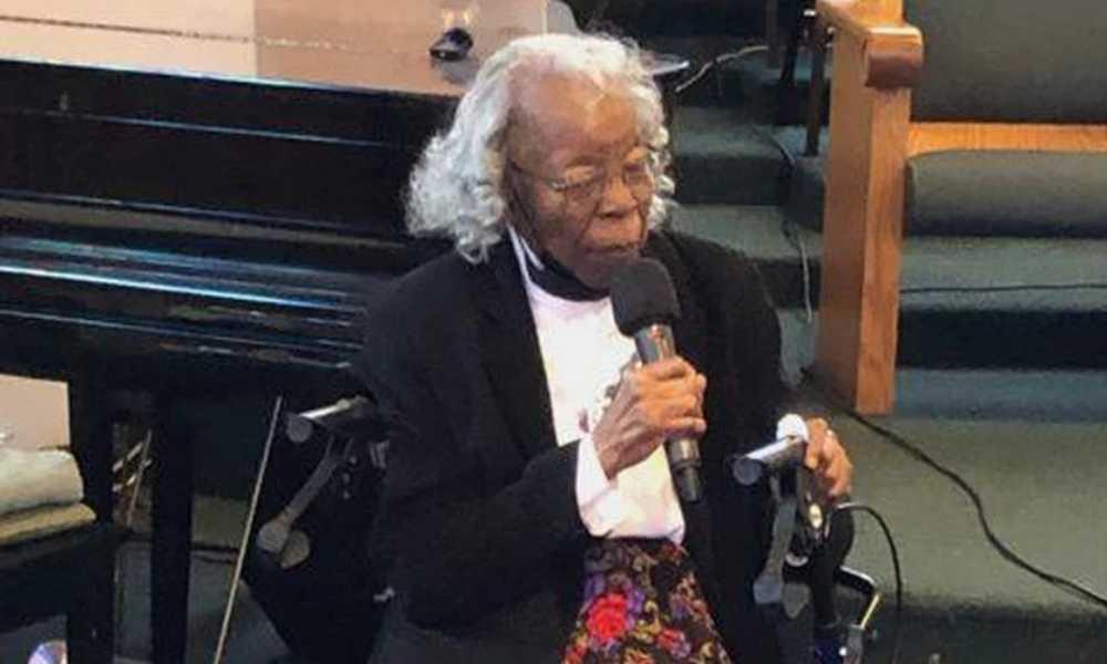 Mujer de 93 años se bautiza cuando percibió una señal del Espíritu Santo