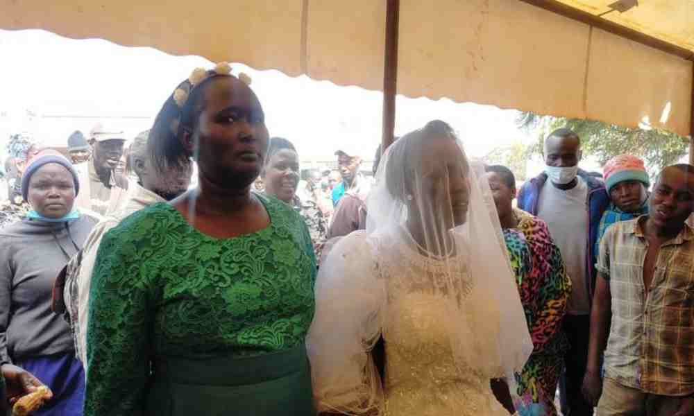 Mujer keniana se 'casa' con el Espíritu Santo en ceremonia anglicana