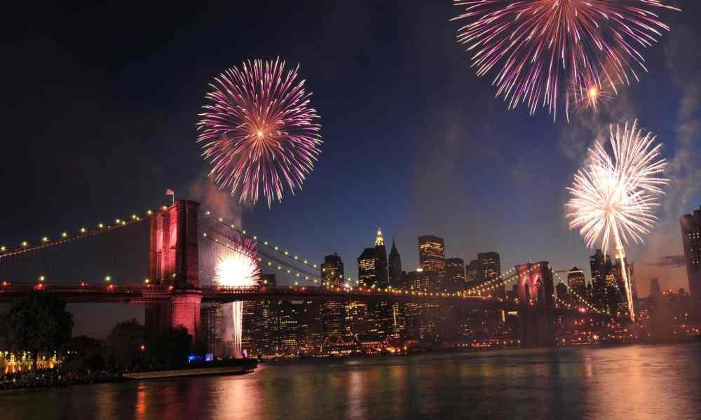 Nueva York celebra con fuegos artificiales el fin de las restricciones sanitaria